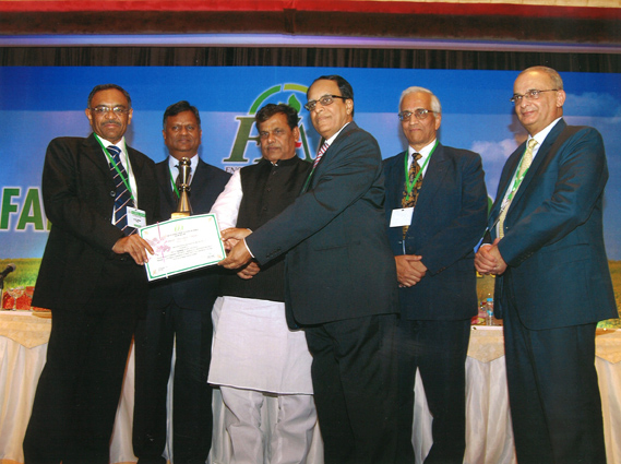 Best_Innovation_Award_receiving_photo